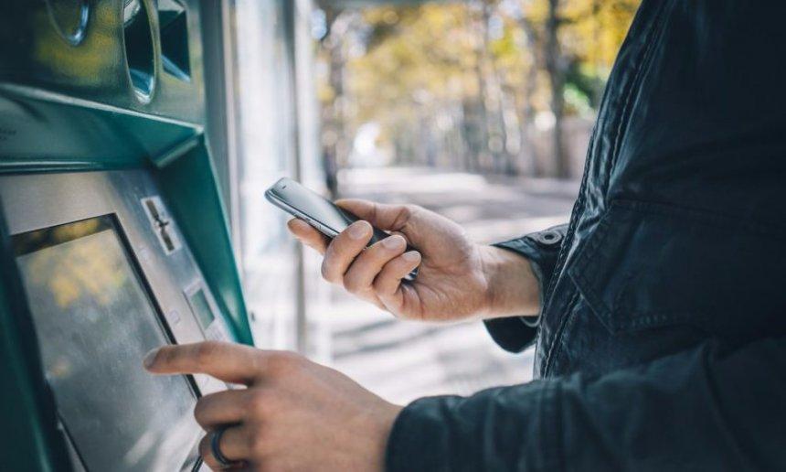 В США банкоматы позволят снять деньги без карточки