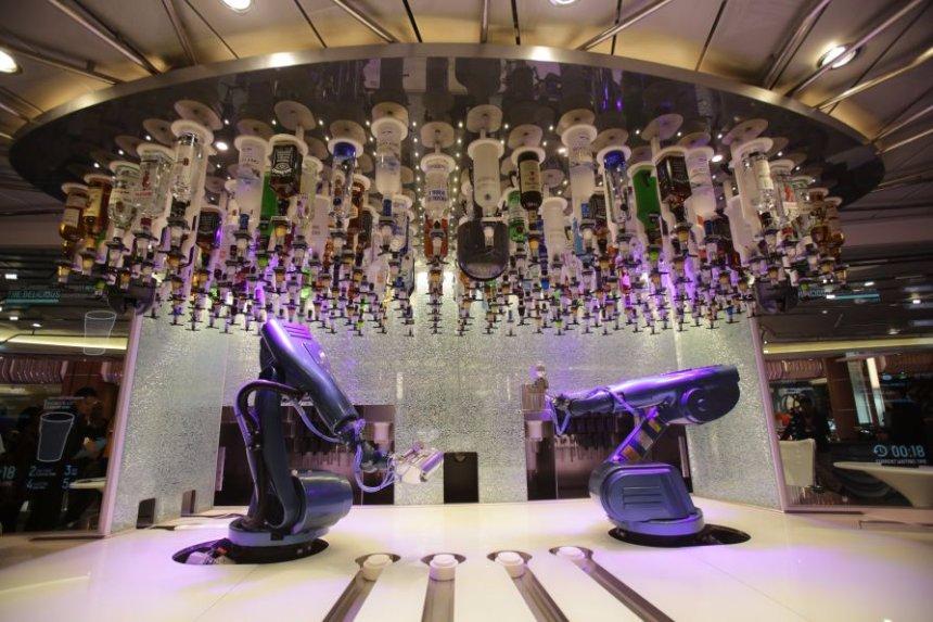 В Лас-Вегасе заработал ресторан с барменами-роботами