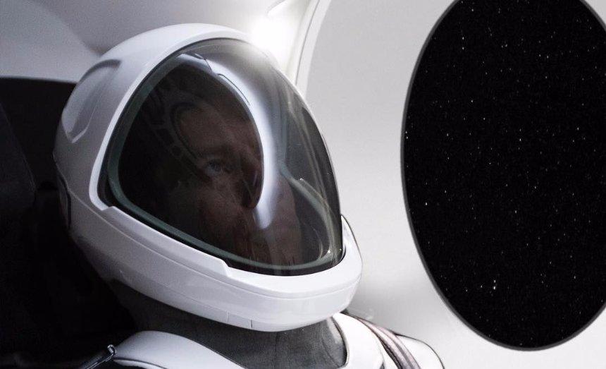 Илон Маск показал новый космический скафандр