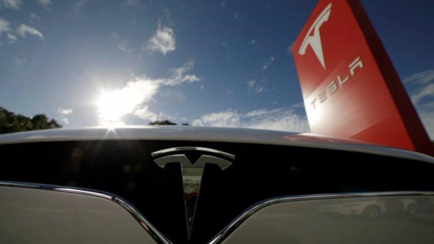 Новый грузовик от Tesla сможет ехать на одной подзарядке 300-500 километров