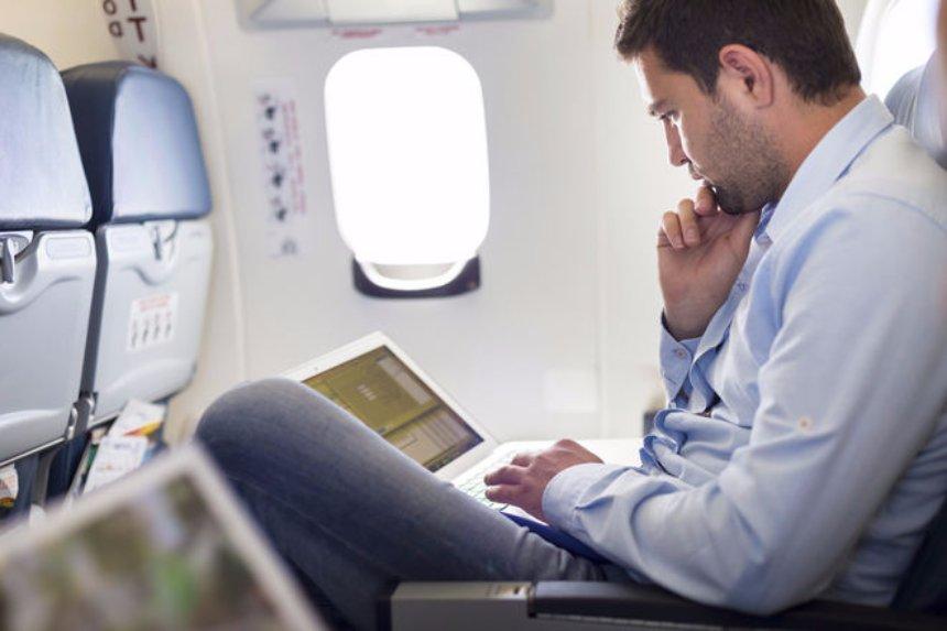 Ученые рассказали, как не заразиться во время авиаперелета