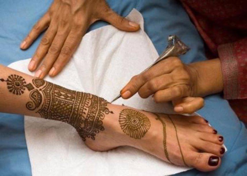 Медики выявили опасность временных татуировок для здоровья