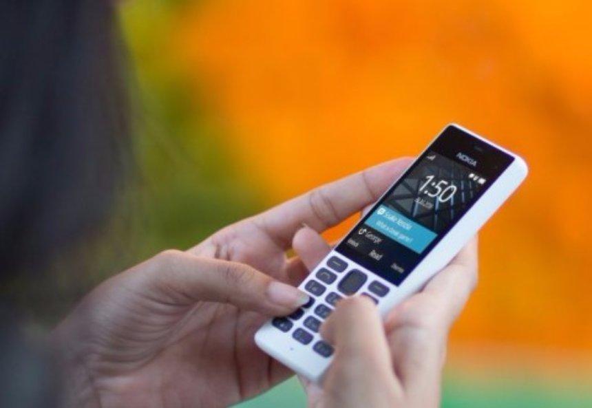 Кнопочные телефоны становятся все меньше популярными