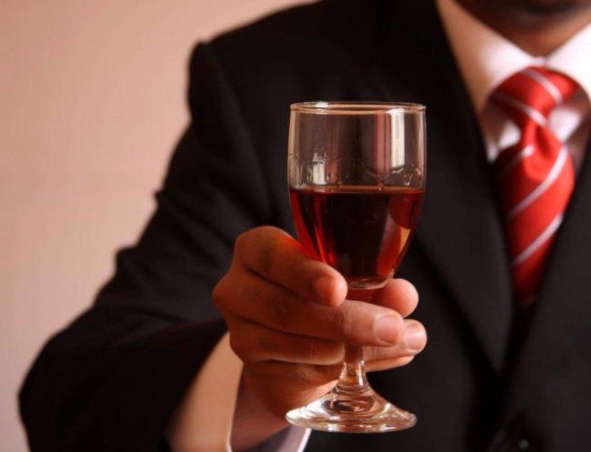 Ученые доказали, что бокал вина может спасти жизнь