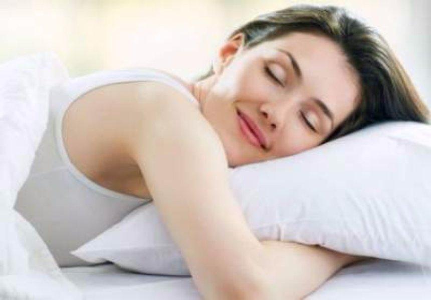 Ученые рассказали, сколько нужно спать для похудения