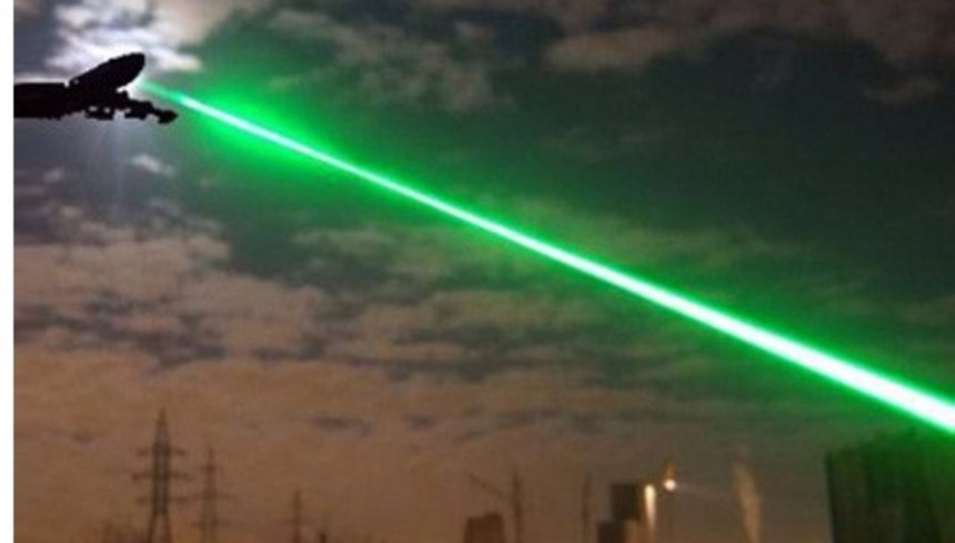 Пассажирские самолеты страдают от лазерных атак