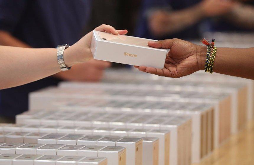 Компания Apple не успевает поставлять iPhone X для заказчиков