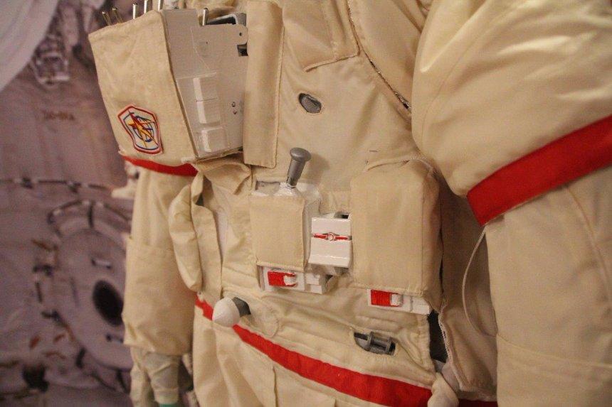 Космические скафандры сделают способными отражать радиацию