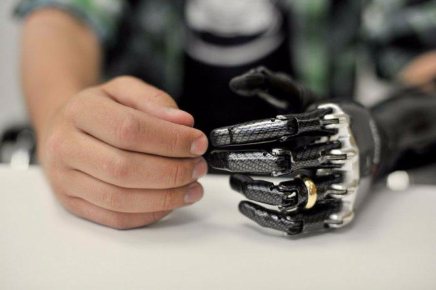 В США начали использовать протезы, управляемые мыслями человека