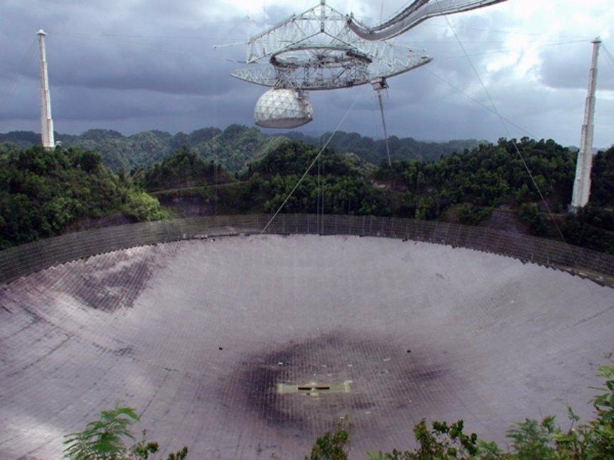 Один из самых крупных телескопов на планете был поврежден ураганом