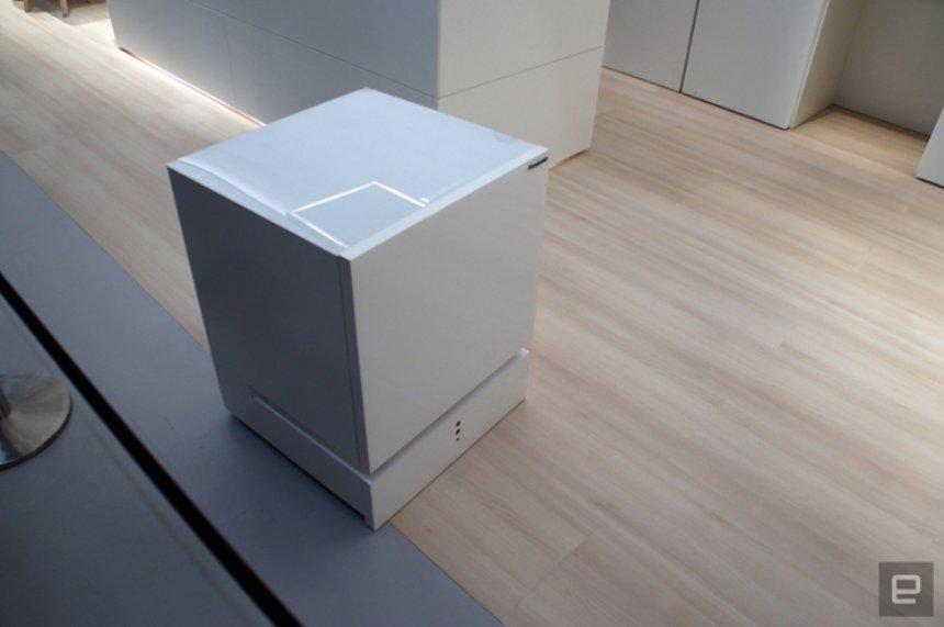 Panasonic создала робот-холодильник с голосовым управлением