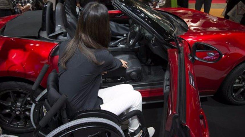 В Mazda MX-5 Miata появилось ручное управление для инвалидов