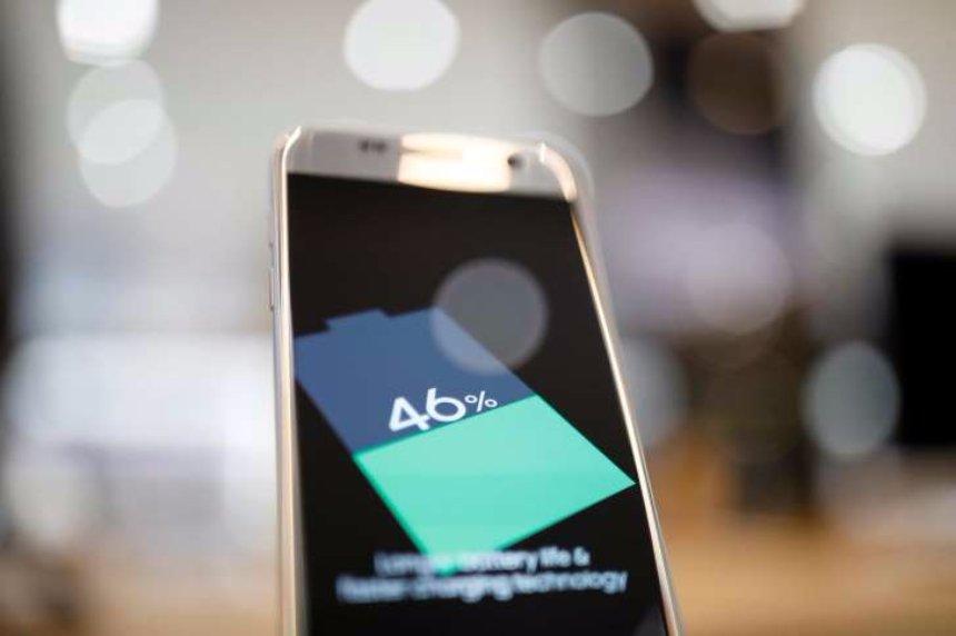 Ученые создали водные электролиты, которые сделают батареи смартфонов безопаснее