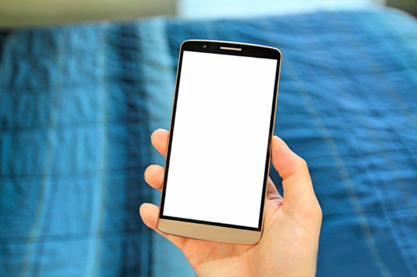 Создана технология экрана смартфона, которая сможет бороться с вредными бактериями