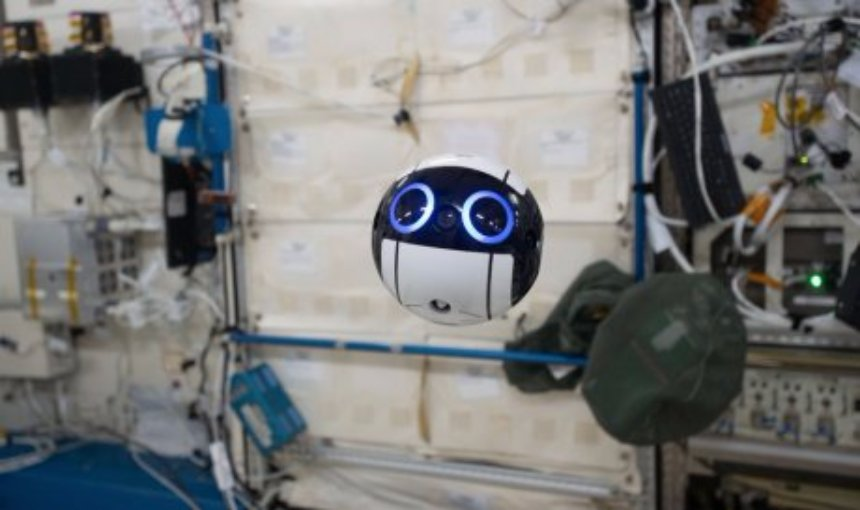 На МКС работает дрон Int-Ball