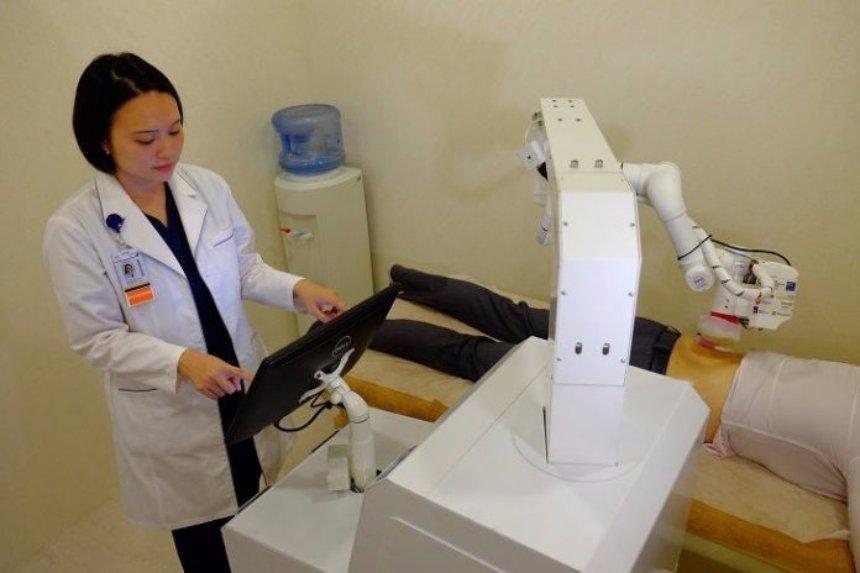 В Сингапуре работает робот-массажист