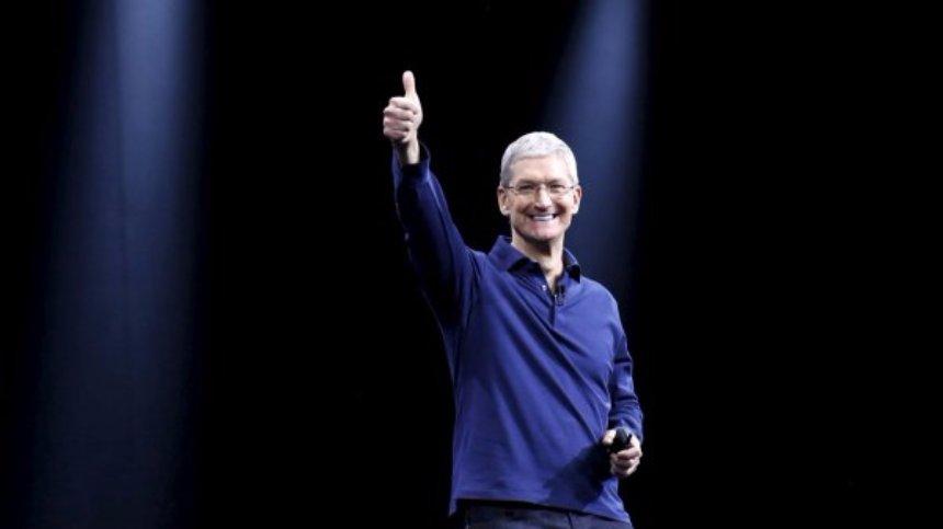 Глава Apple рассказал о примерке одежды в дополненной реальности