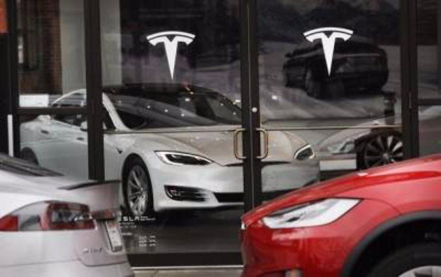 Компания Тесла не успевает выпускать  Model 3