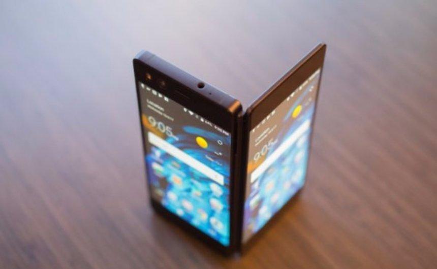 Представлен новый смартфон с двумя экранами от ZTE