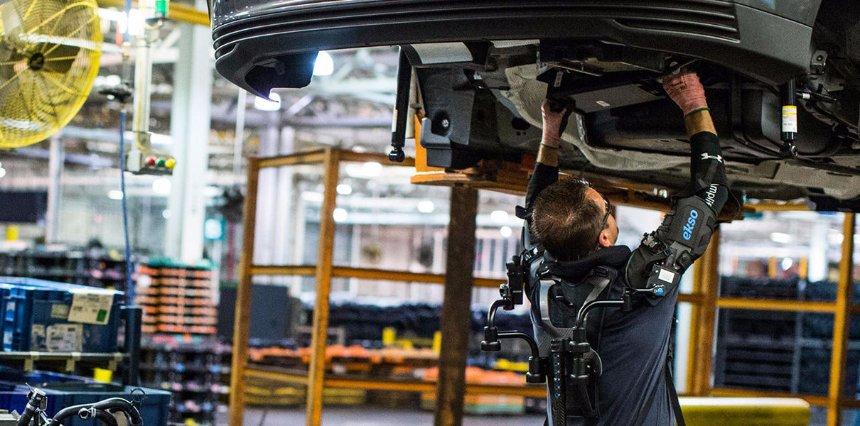 Ford приступил к тестированию экзоскелета
