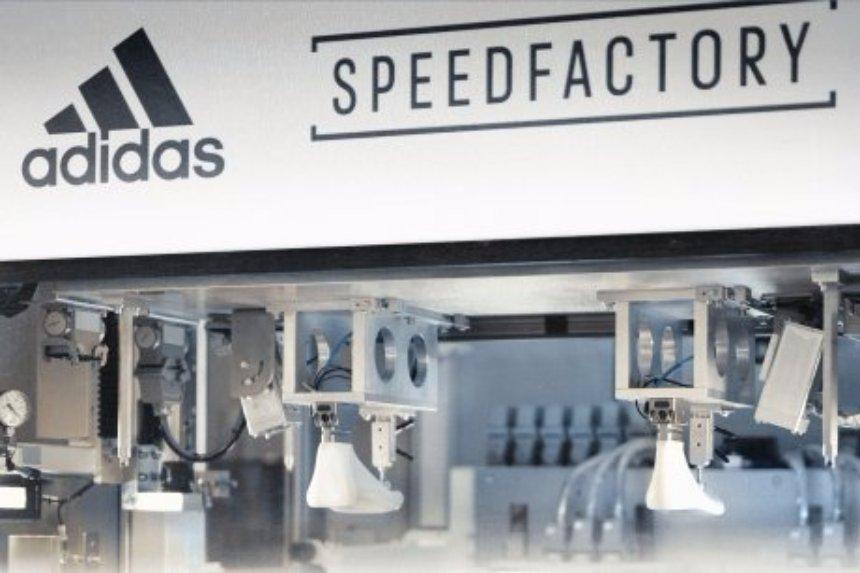 У Adidas появилась обувь, которую от начала и до конца сшили роботы