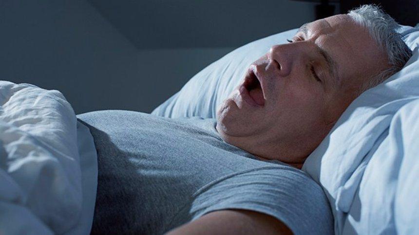 Ученые рассказали, почему люди не задыхаются во время сна