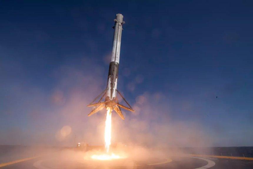 Для разработки многоразовой тяжелой ракеты SpaceX нужна государственная поддержка