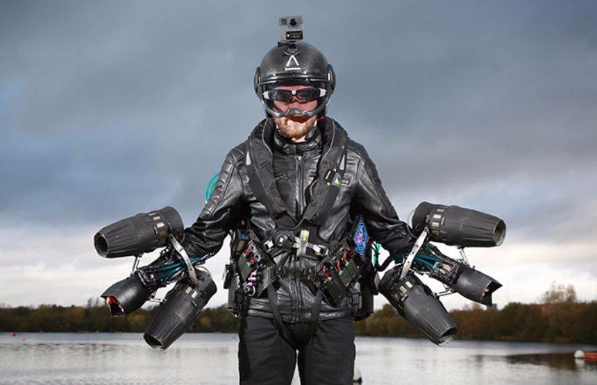 Изобретателем был успешно протестирован летательный костюм