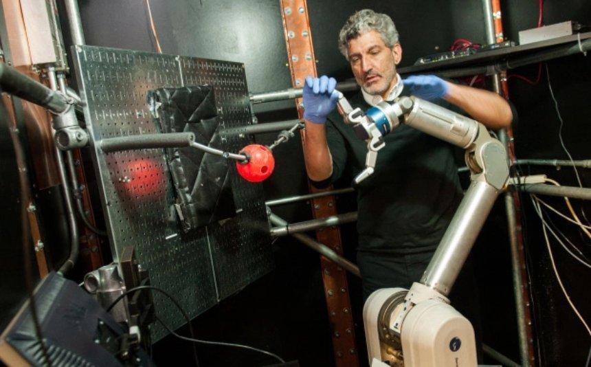 Обезьяны могут контролировать своим умом роботизированные руки