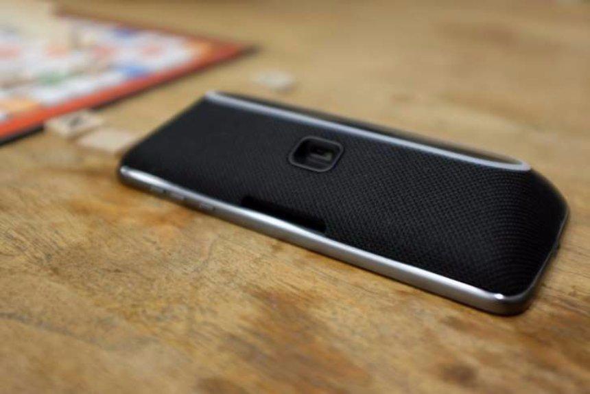 Обзор Alexa Smart Speaker в новом Moto Z's