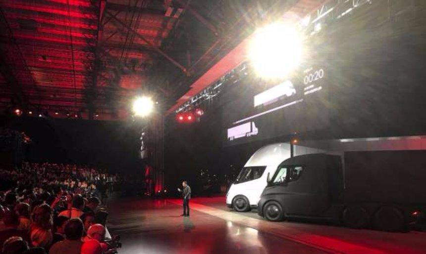 Tesla представила новый электрический полуприцеп