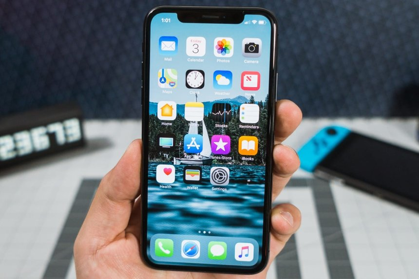 Apple: новый iPhone X не перестает работать от холода