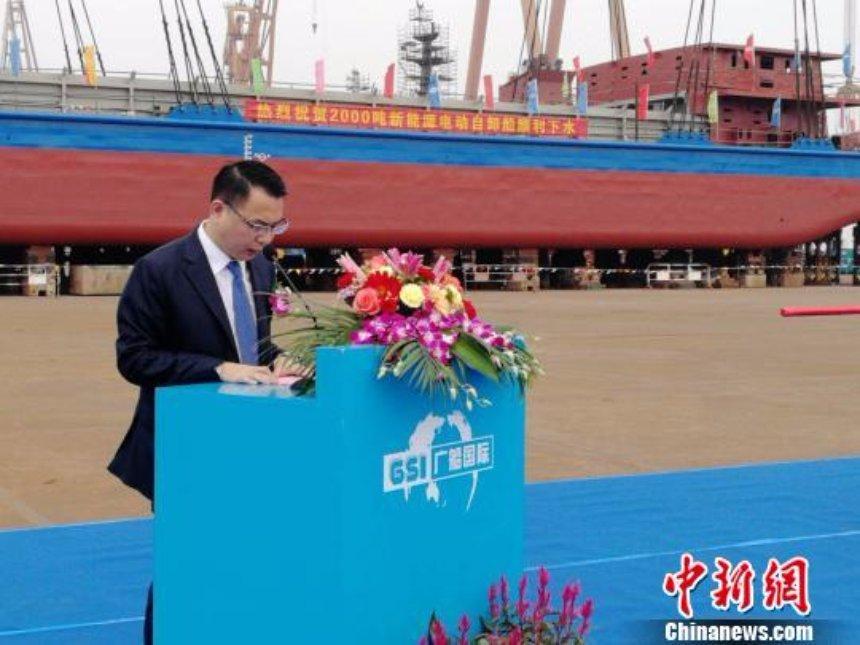 В Китае запустили гигантский электрический корабль