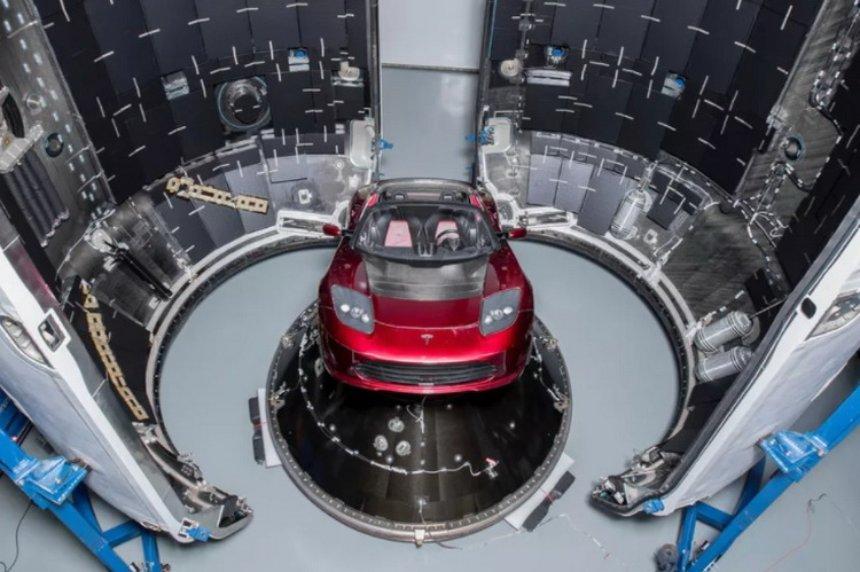 Илон Маск отправит в полет вокруг Марса свой оригинальный электроавтомобиль
