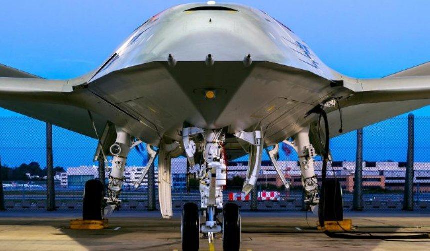Компания Boeing представила воздушный танкер на беспилотном ходу