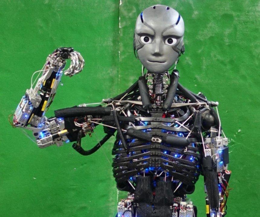 Появился потрясающе похожий на человека робот