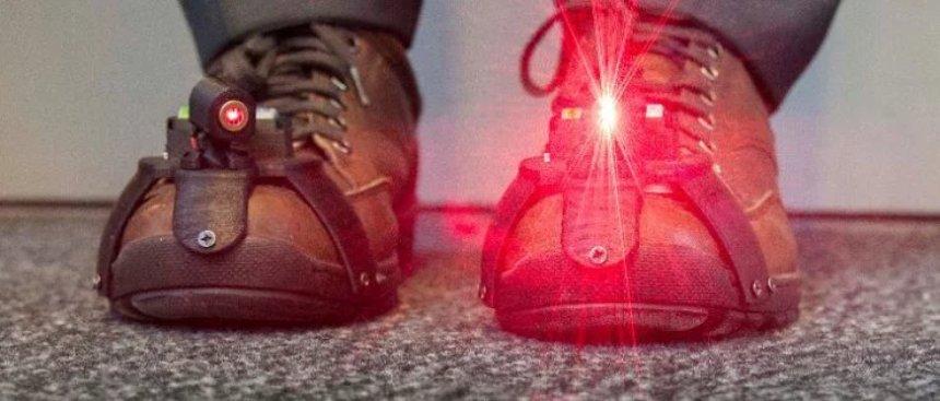 Обувь с лазером поможет страдающим болезнью Паркинсона