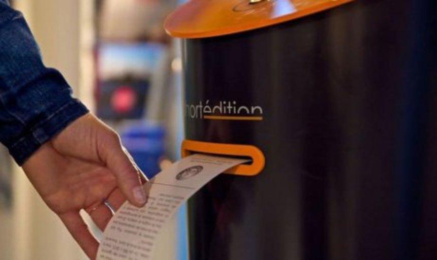 Устройство Short Story Dispenser развлечет людей в очереди