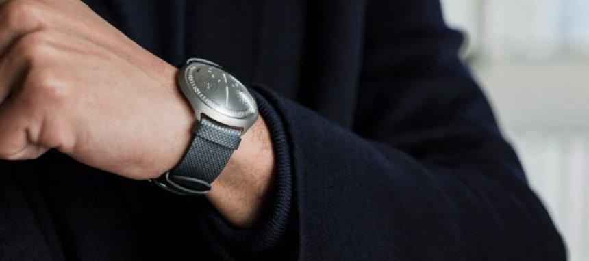 Созданы механические часы с умными функциями