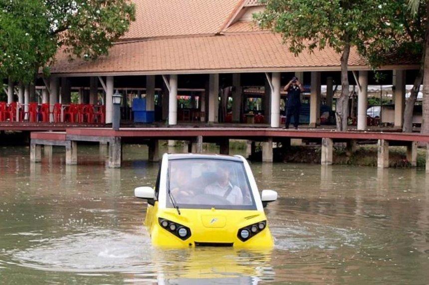 Был разработан электромобиль, который умеет плавать