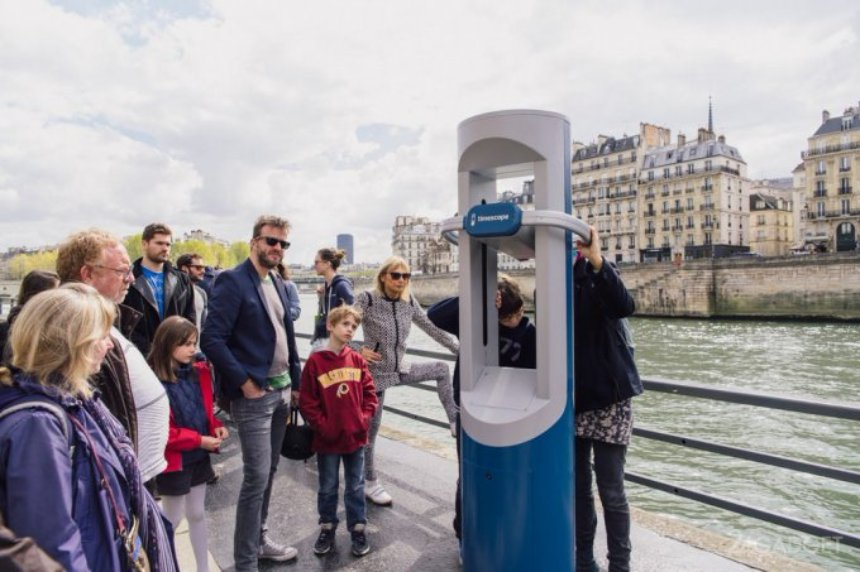 Во Франции установили VR-киоск, возвращающий в прошлое