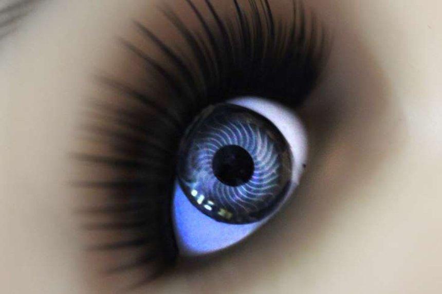 Представлены умные контактные линзы с глюкозой для диабетиков