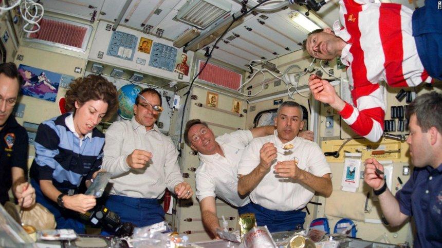 Для продуктов, предназначенных для космонавтов, придумали новую тару