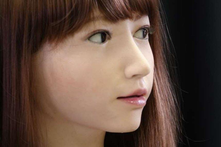 Представлен умный гуманоидальный робот-компаньон Эрика