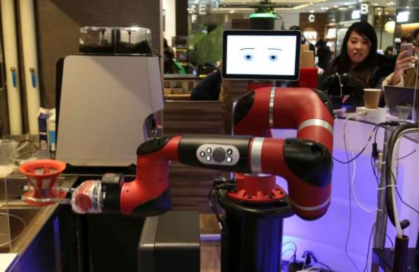 В японском кафе появился робот-бариста