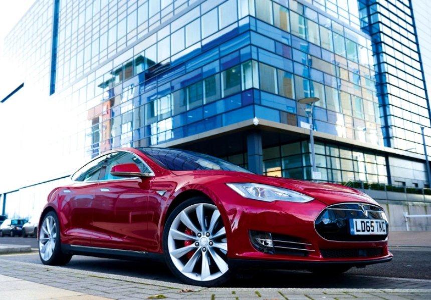 Илон Маск серьезно обновляет технологию автопилота в машинах Tesla