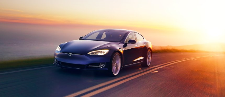 У Илона Маска нет проблем с продажей автомобилей Tesla, но сильный спрос может стать проблемой
