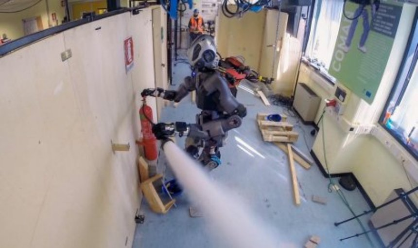 В Европе создали робота-пожарного
