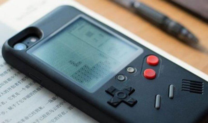 Создан чехол, превращающий смартфон в ретро-консоль