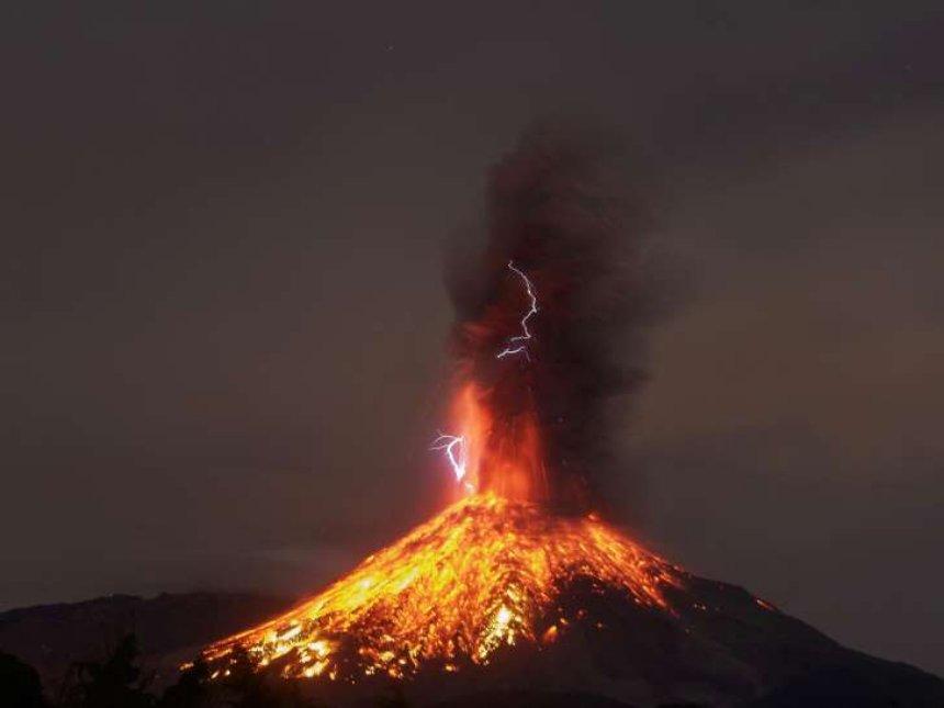 Ученые впервые записали звук вулканического грома